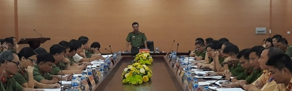 Đại tá Nguyễn Anh Tuấn chủ trì, phát biểu tại cuộc họp sáng 29-8