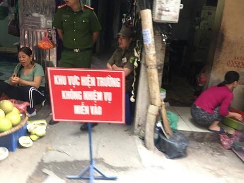 Lực lượng Công an phong tỏa hiện trường để tiến hành điều tra