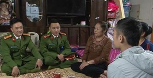 Lực lượng Công an Thủ đô thường xuyên tiếp xúc, nắm tình hình ANTT từ người dân