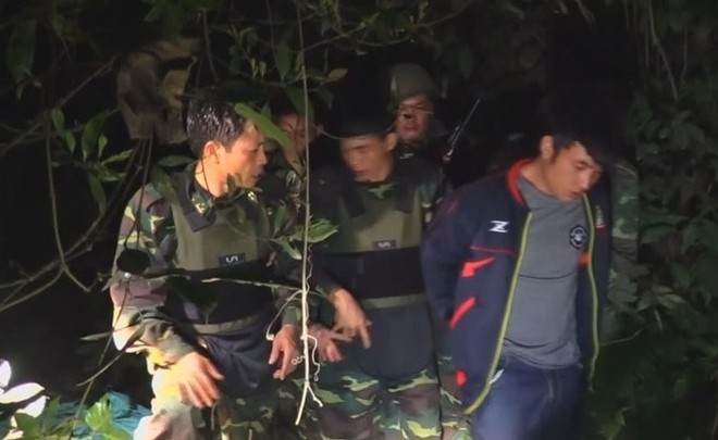 Hình ảnh đối tượng người Lào bị bắt giữ trên địa bàn tỉnh Hà Tĩnh, rạng sáng 17-2, thời điểm khởi phát giai đoạn đầu của chuyên án