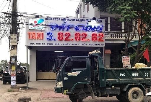 """Chiếc xe tải bị """"sự cố"""" đúng ngày khai trương văn phòng chi nhánh taxi """"Đất Cảng"""""""