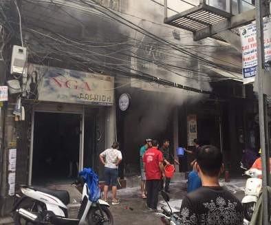 Ngọn lửa được dập tắt sau khoảng nửa tiếng đồng hồ