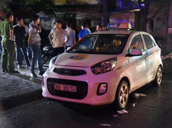 Chị Phạm bị đâm trọng thương trên chiếc taxi