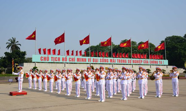 Trang nghiêm đội quân nhạc tại Quảng trường Ba Đình, sáng 19-5