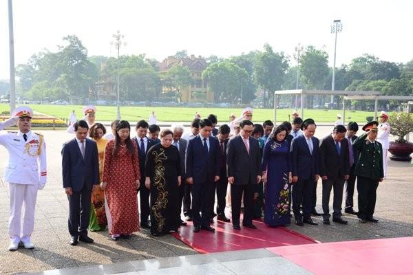 Đoàn đại biểu Thành phố Hà Nội tưởng niệm Anh linh Chủ tịch Hồ Chí Minh