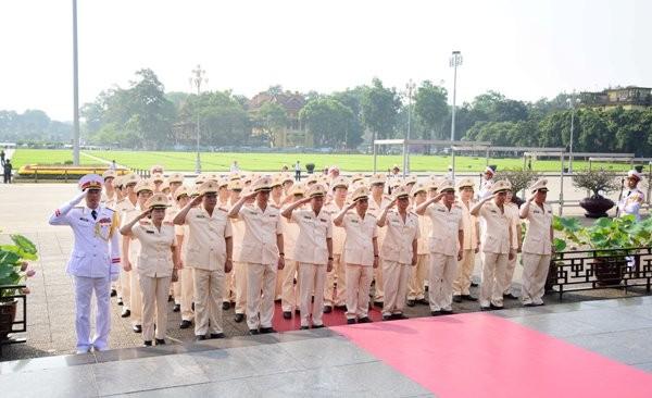 Đoàn đại biểu Đảng ủy Công an Trung ương, lãnh đạo Bộ Công an tưởng niệm Anh linh Chủ tịch Hồ Chí Minh