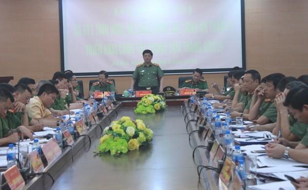 Trung tướng Đoàn Duy Khương chủ trì, phát biểu chỉ đạo tại hội nghị sáng 28-5 của Công an Hà Nội