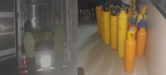"""Lực lượng chức năng quận Tây Hồ kiểm tra xe ô tô chở các bình """"khí cười"""""""