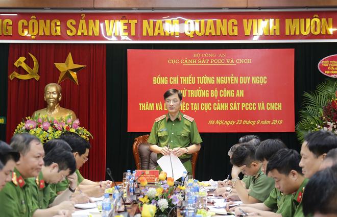 Thiếu tướng - Thứ trưởng Nguyễn Duy Ngọc phát biểu chỉ đạo tại buổi làm việc