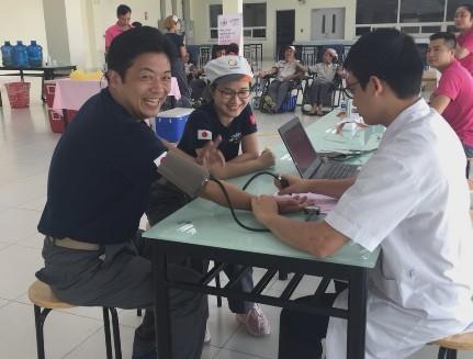Quản lý sản xuất người Nhật ông Hirokazu Tanaka phấn khởi khi tham gia hiến máu