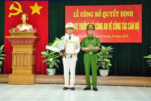 Thượng tướng Lê Quý Vương trao Quyết định của Bộ trưởng Bộ Công an bổ nhiệm Đại tá Vũ Thanh Chương giữ chức vụ Giám đốc Công an thành phố Hải Phòng