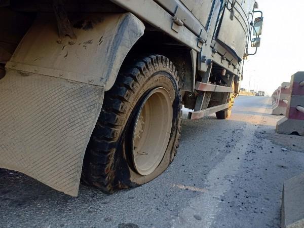 Chiếc xe tải bị nổ lốp khi đang lưu thông
