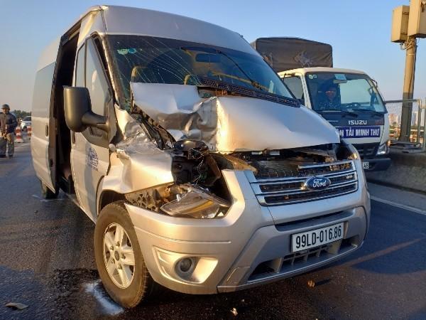 Chiếc xe bị hỏng nặng phần đầu