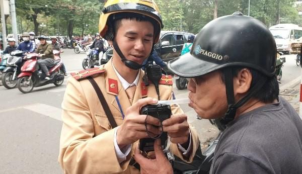 Tuyên truyền quy định Luật phòng chống tác hại của rượu, bia là một trong những trọng tâm công tác của CSGT Hà Nội