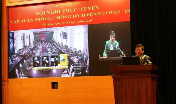 GS.TS Nguyễn Văn Kính truyền đạt các nội dung tập huấn tại hội nghị tập huấn