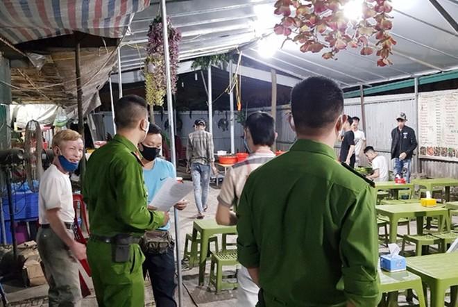 CAQ Bắc Từ Liêm kiểm tra, nhắc nhở hàng ăn đêm tạm dừng hoạt động