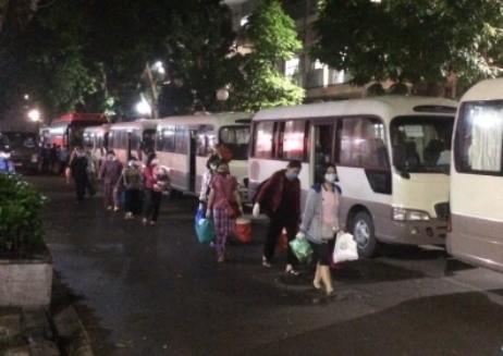 Lực lượng Công an đã gần 10 đêm trắng căng mình tại các điểm cách ly ở Bệnh viện Bạch Mai ảnh 3