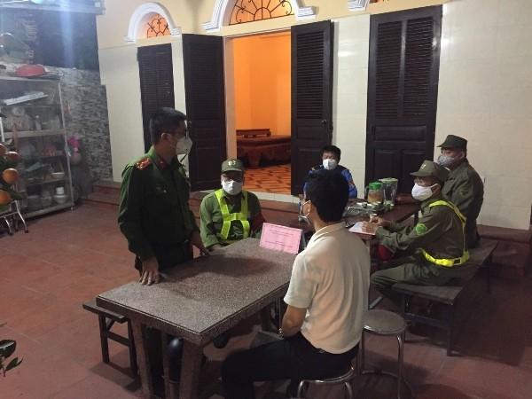 Giao ban, trao đổi thông tin giữa Công an phường Đồng Tâm với cán bộ cơ sở