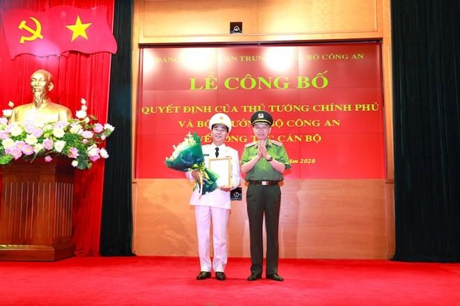 Thừa ủy quyền của Thủ tướng Chính phủ, Bộ trưởng Tô Lâm đã trao Quyết định về việc bổ nhiệm đồng chí Trần Quốc Tỏ, Ủy viên Trung ương Đảng, Bí thư Tỉnh ủy Thái Nguyên giữ chức vụ Thứ trưởng Bộ Công an