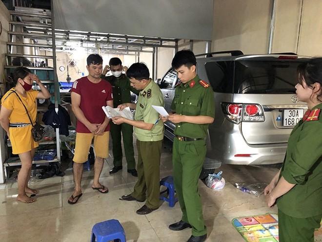 Lực lượng Công an - Quản lý thị trường Hà Nội xử lý trường hợp kinh doanh vi phạm trên địa bàn huyện Phúc Thọ