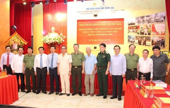 Bộ trưởng Tô Lâm, Trưởng Ban Tuyên giáo Trung ương Võ Văn Thưởng và các đại biểu dự hội thảo
