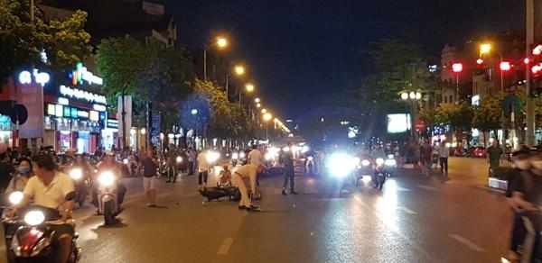 Có 7 xe máy đã bị ô tô húc trúng
