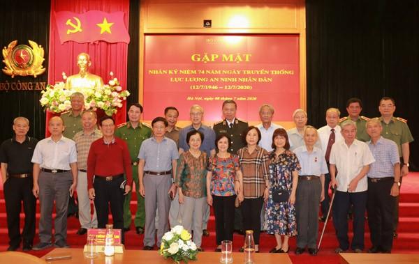 Bộ trưởng Tô Lâm cùng các đại biểu dự buổi gặp mặt