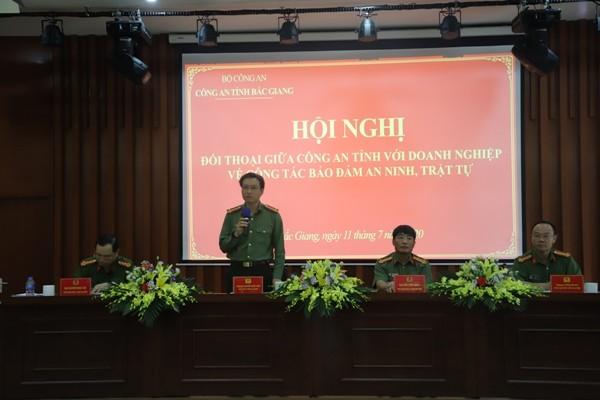 Thượng tá Nguyễn Quốc Toản chủ trì hội nghị đối thoại