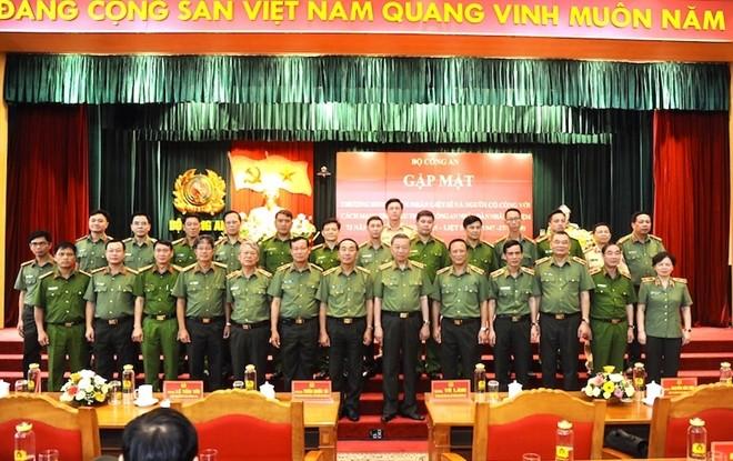 Bộ trưởng Tô Lâm với các đại biểu dự buổi gặp mặt
