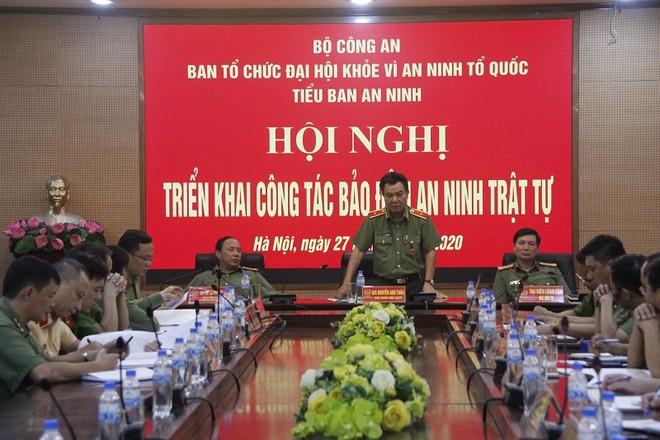 Thiếu tướng Nguyễn Anh Tuấn - Phó Giám đốc CATP Hà Nội phát biểu tại hội nghị