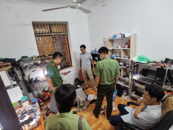 Lực lượng chức năng kiểm tra nơi tập kết các thiết bị công nghệ cao của Nguyễn Công Chốp