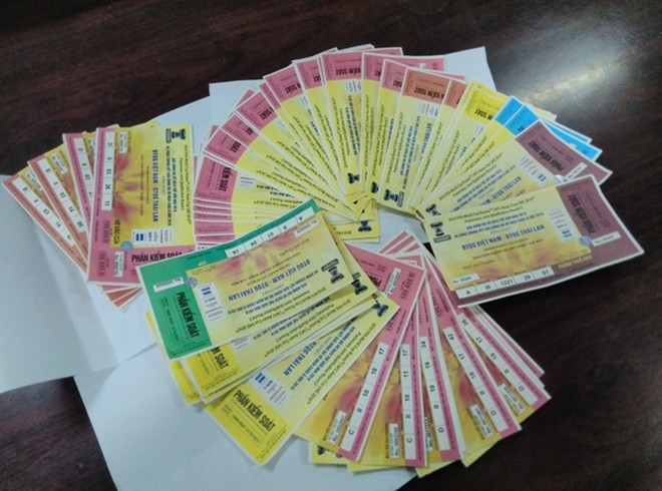 Hơn 100 vé đã bị cơ quan công an thu giữ