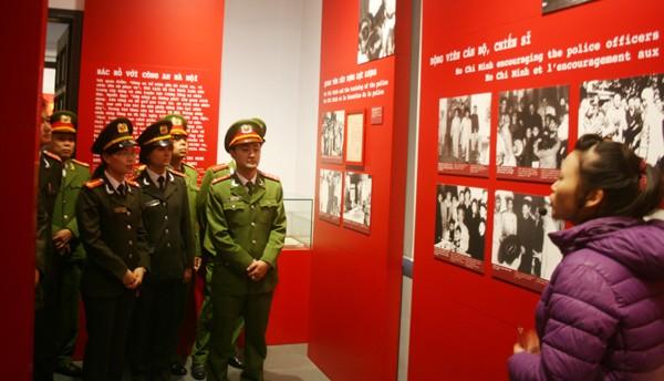 Tham quan Bảo tàng CATP Hà Nội