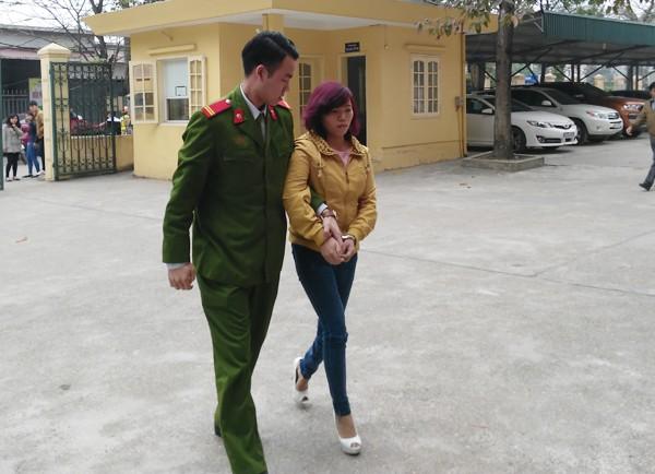 Dẫn giải Trần Thị Thắng về trụ sở CAQ Nam Từ Liêm