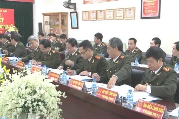 Đại diện 13 phòng nghiệp vụ của Cụm thi đua số 1 CATP Hà Nội cùng ký kết giao ước thi đua Vì An ninh Tổ quốc 2016