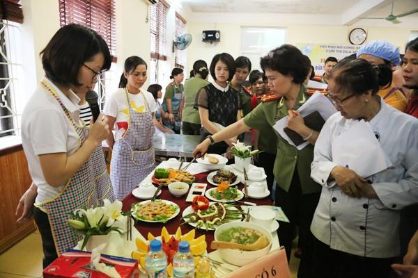 Sôi nổi hội thi nấu ăn phụ nữ cụm thi đua số 4 và 5 CATP. Hà Nội ảnh 6