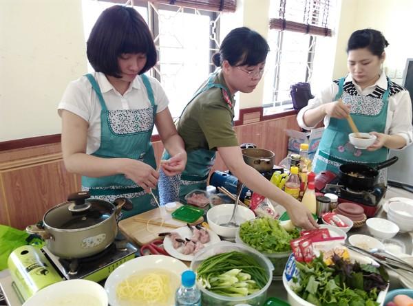 Sôi nổi hội thi nấu ăn phụ nữ cụm thi đua số 4 và 5 CATP. Hà Nội ảnh 5