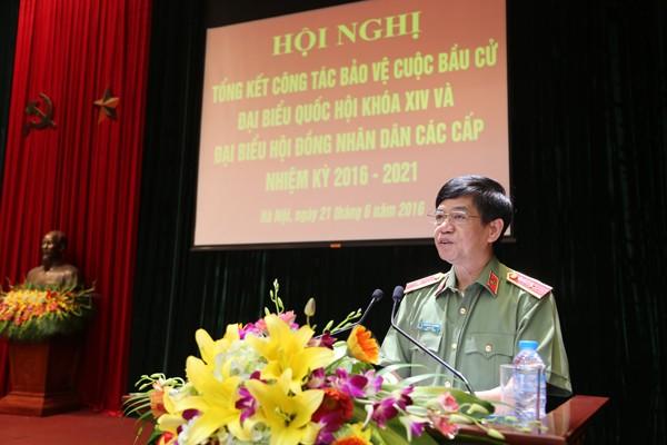 Thiếu tướng Đoàn Duy Khương, Giám đốc CATP. Hà Nội phát biểu tại hội nghị