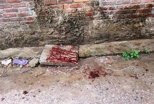 Vết máu vẫn còn lưu lại tại hiện trường vụ việc