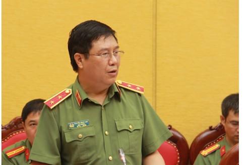 Trung tướng Nguyễn Ngọc Anh, Cục trưởng Cục Pháp chế và cải cách hành chính, tư pháp báo cáo khái quát ngắn gọn về quá trình xây dựng, tham gia các dự án luật