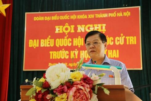 Đại tá Đào Thanh Hải, Phó Giám đốc CATP Hà Nội, đại diện Đoàn ĐBQH TP Hà Nội thông báo ý kiến của UBND TP về trả lời kiến nghị của cử tri tại Kỳ họp thứ nhất Quốc hội khóa XIV