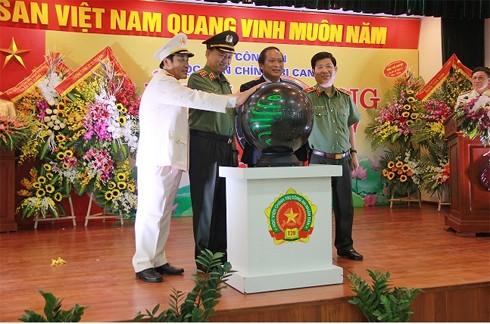 Bộ trưởng Bộ Công an, Bộ trưởng Bộ Thông tin Truyền thông và lãnh đạo Tổng cục Chính trị CAND, lãnh đạo nhà trường nhấn nút khai trương Trang thông tin điện tử của nhà trường