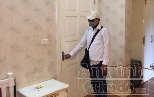 Xem lại hình ảnh gã thanh niên đột nhập, dùng súng cướp tài sản tại biệt thự Ciputra