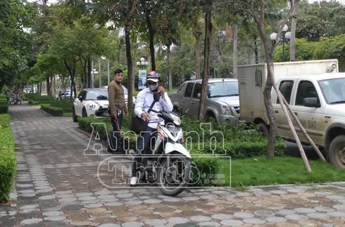 Phát hiện căn biệt thự không đóng cửa, Việt dừng xe định vào nhà trộm cắp tài sản