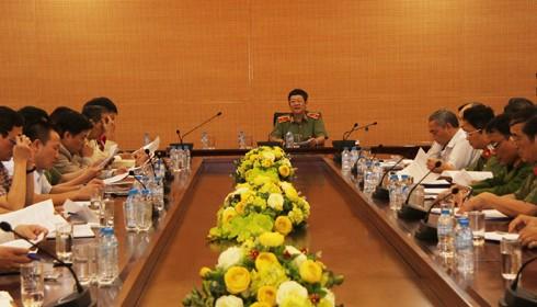 Thiếu tướng Bạch Thành Định phát biểu tại hội nghị