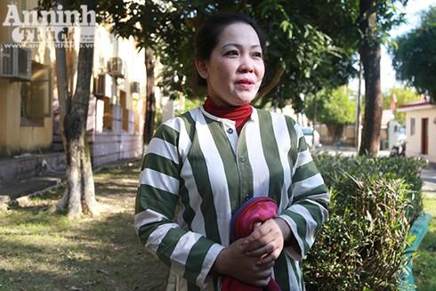 Chị Mai Thị Thu Hường chia sẻ niềm vui của người được đặc xá