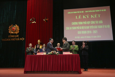 Công an Hà Nội và Ban Tuyên giáo Thành ủy ký kết Chương trình phối hợp ảnh 2