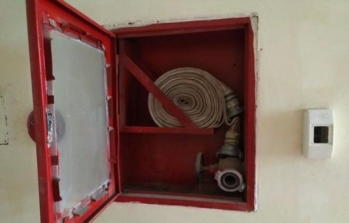 Cuộn dây chữa cháy thường ở nơi dễ lấy , đã thành miếng mồi của tội phạm