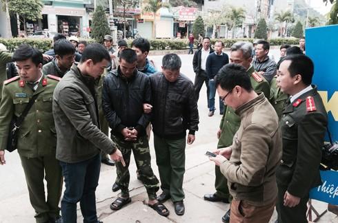 Lực lượng chức năng dẫn giải Quàng Văn Quyết đi tìm hung khí