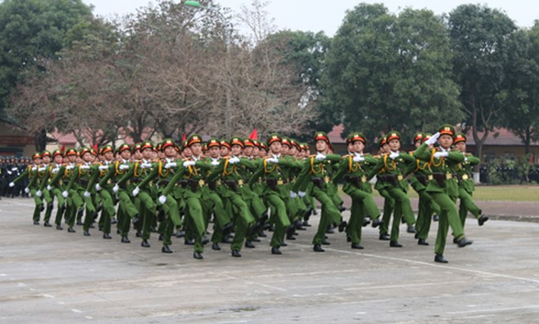 Lực lượng Cảnh sát đặc nhiệm cơ động diễu binh trong lễ kỷ niệm